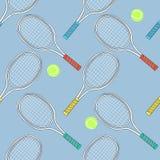 Palos y bolas del tenis Fotografía de archivo libre de regalías