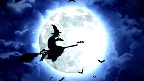 Palos y brujas de Halloween en cielo azul y nubes libre illustration
