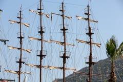 Palos y velas del barco de navegación enorme Fotografía de archivo libre de regalías