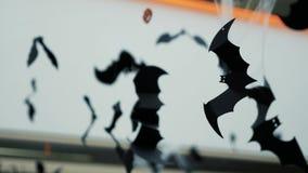 Palos y web de araña de papel en el techo Halloween almacen de video