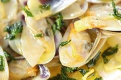 Palourdes frites de faisceau en plan rapproché d'huile d'olive image stock