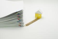 Palowa przeciążenie papierkowa robota z kolorowym paperclip Fotografia Stock