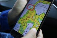 Palu et cartes centrales de Sulawesi aux téléphones portables photos stock