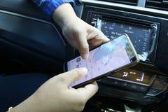 Palu och centralSulawesi översikter på mobiltelefoner royaltyfri bild
