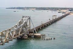 Pamban桥梁是连接Rameswaram镇班本岛的到大陆印度的一座铁路桥 打开2月24日 免版税库存图片