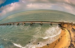 Pamban bro - en järnvägsbro som förbinder staden av Rameswaram på den Pamban ön till fastlandet Indien arkivfoton