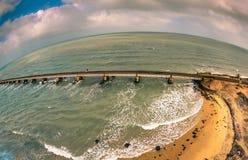 Pambanbrug - een spoorwegbrug die de stad van Rameswaram op Pamban-Eiland met vasteland India verbindt Stock Foto's
