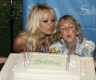 Pamela Anderson Celebrates 40th födelsedag royaltyfria bilder