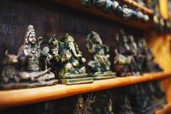 Pamiątki Indiańscy bogowie dla turystów przy rynkiem w Północnym Goa zdjęcie royalty free