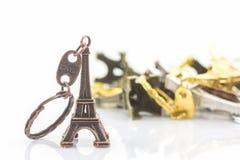 Pamiątkarski kluczowy łańcuch mini wieża eifla & x28; Wycieczka turysyczna Eiffel& x29; Zdjęcie Stock