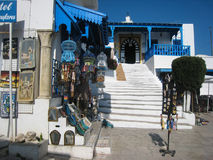 Pamiątkarski sklep i kawiarni des Nattes. Sidi Bou Powiedział. Tunezja obraz stock
