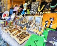 Pamiątki z kota symbolem wystawiającym przy Ryskimi bożymi narodzeniami wprowadzać na rynek Fotografia Royalty Free