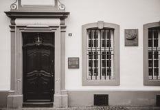 Pamiątkowa plakieta na fasadzie Karl Marx dom fotografia royalty free