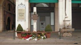 Pamiątkowa plakieta piazza della loggii kwiaty w Brescia i bombardowanie zdjęcie wideo
