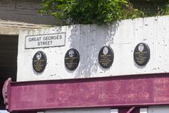 Pamiątkowe plakiety przy sceną mcGurk Prętowy okrucieństwo w Belfast obraz stock
