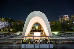 Pamiątkowy cenotaph w Hiroszima pokoju Memorial Park zdjęcia royalty free