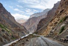 Pamir autostrada w Wakhan korytarzu, nabierający Tajikistan w Sierpień 2018 nabierającym hdr obrazy stock
