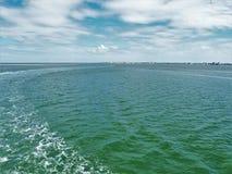 Pamlico声音看法从Hatteras的到Ocracoke轮渡 免版税库存照片