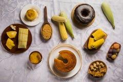 Pamonha en Curau-karverkoop - typisch voedsel van smakelijke zoete maïs - royalty-vrije stock fotografie