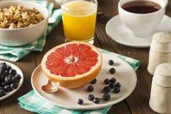 Pamplemousse organique sain pour le petit déjeuner photo stock