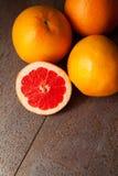 Pamplemousses : source de vitamine C Photos libres de droits