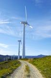 Pamplona, Spagna - 2 aprile 2015: Mulini a vento fotografie stock libere da diritti