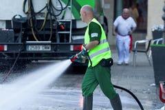 PAMPLONA SPAIN-JULY 8: Lokalvårdgata Estafeta som kör tjurar på Royaltyfri Bild