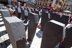 PAMPLONA SPANIEN - JULI 5: Folk som protesterar mot grymhet till a Fotografering för Bildbyråer