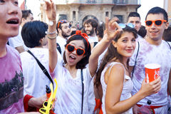 PAMPLONA SPANIEN - JULI 6: Folket har gyckel på öppningen av San Royaltyfria Bilder