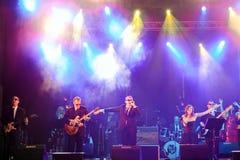 PAMPLONA SPANIEN - JULI 9: Rockband på område av Castillo på San F Fotografering för Bildbyråer