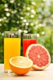 Pamplumossa e sumo de laranja frescos Vitaminas para a saúde Fotografia de Stock