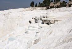Pamukalle travertines för Turkiet kalciumkarbonat Royaltyfria Bilder