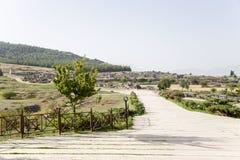Pamukkale,土耳其 对希拉波利斯大墓地考古学站点的入口  库存照片