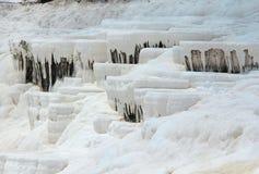 Pamukkale - замок хлопка, провинция Denizli в югозападной Турции Зона известна для белого минерала карбоната выведенного путем пр стоковое фото rf