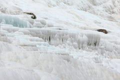 Pamukkale - замок хлопка, провинция Denizli в югозападной Турции Зона известна для белого минерала карбоната выведенного путем пр стоковая фотография rf