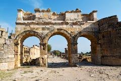历史pamukkale老专栏罗马寺庙 库存图片