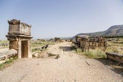 Pamukkale, die Türkei Alte Beerdigung im archäologischen Bereich des Friedhofs von Hierapolis Stockbilder