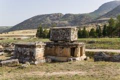 Pamukkale, die Türkei Alte Beerdigung im Friedhof von Hierapolis Lizenzfreies Stockfoto