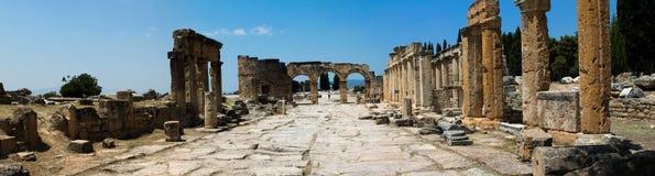 Pamukkale. Турция. Руины Hierapolis, древнего города стоковые изображения rf