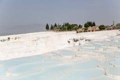 Pamukkale, Turcja Krajobraz z pięknym trawertynem tarasuje i ruiny antyczny miasto Zdjęcia Royalty Free