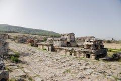 Pamukkale, Turkije Sarcophagi, die zich bovenop de crypt, in het necropool van Hierapolis bevinden Stock Afbeelding