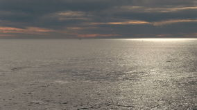 Pan Across Depoe Bay Oregon près de coucher du soleil banque de vidéos