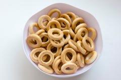 Pan-anillo seco, sooshka, pequeña galleta de forma anular Fotos de archivo