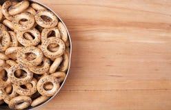 Pan-anillos secos con las semillas de amapola Foto de archivo libre de regalías