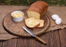 Pan blanco cortado el vida de la tabla del tablero de madera aún Fotografía de archivo
