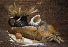 Pan, cereal, trigo, harina y huevo. Imagen de archivo