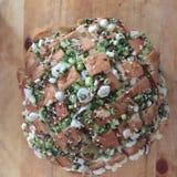 Pan cocido del queso y de cebolla Imagenes de archivo