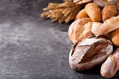 Pan cocido fresco con los oídos del trigo Fotografía de archivo