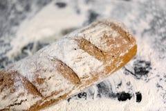 Pan completamente cocido en la harina Imagen de archivo