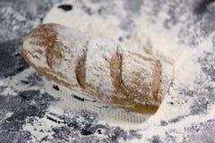 Pan completamente cocido en la harina Fotos de archivo